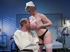Mature nurse makes baffle to ambiance fine again due to a sympathetic charge from
